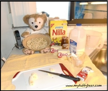 Duffy the Disney Bear put the bananas in the Keebler Pie Crust all by himself