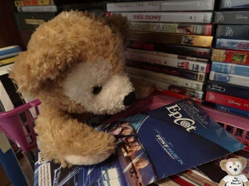 Duffy Disney Bear reads the EPCOT map