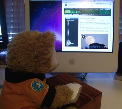 Duffy the Disney Bear learns about the Perigee Super Moon on the NASA Science News website