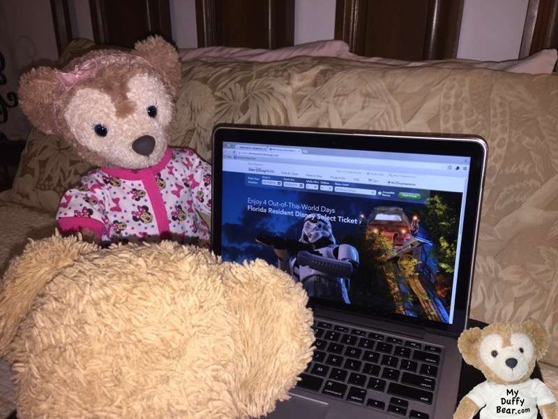 ShellieMay peeks over Duffy's Laptop while he's looking up Star Wars Stuff
